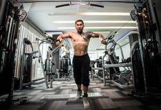 Το νέο ασιατικό άτομο ικανότητας εκτελεί την άσκηση στοκ φωτογραφία με δικαίωμα ελεύθερης χρήσης