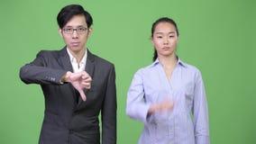Το νέο ασιατικό δόσιμο επιχειρησιακών ζευγών φυλλομετρεί κάτω από από κοινού απόθεμα βίντεο