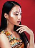 Το νέο ασιατικό κορίτσι ομορφιάς με αποτελεί όπως Pocahontas Στοκ φωτογραφία με δικαίωμα ελεύθερης χρήσης