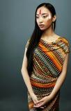 Το νέο ασιατικό κορίτσι ομορφιάς με αποτελεί όπως Pocahontas, κόκκινος Ινδός Στοκ φωτογραφία με δικαίωμα ελεύθερης χρήσης