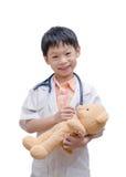 Το νέο ασιατικό παιχνίδι αγοριών γιατρών και η θεραπεία αντέχουν το παιχνίδι Στοκ Φωτογραφία