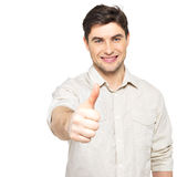 Το νέο ευτυχές άτομο με τους αντίχειρες υπογράφει επάνω σε περιστασιακό Στοκ Εικόνες