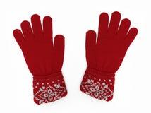 Το νέο ζευγάρι του κοκκίνου πλέκει τα γάντια με το πρότυπο Στοκ φωτογραφία με δικαίωμα ελεύθερης χρήσης