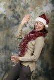 Το νέο κορίτσι έντυσε ως Άγιος Βασίλης Στοκ φωτογραφίες με δικαίωμα ελεύθερης χρήσης