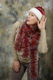Το νέο κορίτσι έντυσε ως Άγιος Βασίλης Στοκ φωτογραφία με δικαίωμα ελεύθερης χρήσης