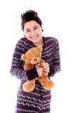 Το νέο κράτημα γυναικών teddy αντέχουν και το χαμόγελο Στοκ εικόνα με δικαίωμα ελεύθερης χρήσης