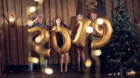 Το νέο κόμμα έτους με αποκαλύπτει των το 2019 διαμορφωμένων μπαλονιών έννοια καλή χρονιά απόθεμα βίντεο