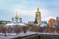 Το νέο μοναστήρι μοναστηριών Novospassky του λυτρωτή, είναι ένα από τα ενισχυμένα μοναστήρια που περιβάλλουν Μόσχα από το νοτιοαν στοκ εικόνα