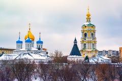 Το νέο μοναστήρι μοναστηριών Novospassky του λυτρωτή, είναι ένα από τα ενισχυμένα μοναστήρια που περιβάλλουν Μόσχα από το νοτιοαν στοκ φωτογραφίες με δικαίωμα ελεύθερης χρήσης