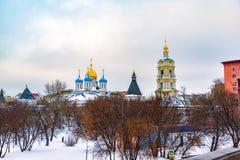 Το νέο μοναστήρι μοναστηριών Novospassky του λυτρωτή, είναι ένα από τα ενισχυμένα μοναστήρια που περιβάλλουν Μόσχα από το νοτιοαν στοκ φωτογραφία