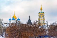 Το νέο μοναστήρι μοναστηριών Novospassky του λυτρωτή, είναι ένα από τα ενισχυμένα μοναστήρια που περιβάλλουν Μόσχα από το νοτιοαν στοκ εικόνα με δικαίωμα ελεύθερης χρήσης