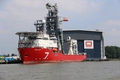 Το νέο σκάφος κατασκευής επτά ήλιων παράκτιο Στοκ Εικόνες