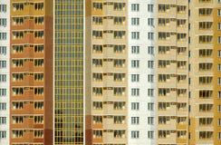 Το νέο σύγχρονο κατοικημένο κτήριο είναι έτοιμο για τη διαβίωση Στοκ Εικόνες