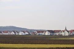 το νέο χωριό επαρχίας Στοκ φωτογραφία με δικαίωμα ελεύθερης χρήσης
