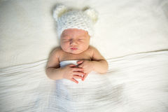Το νεογέννητο μωρό αντέχει στοκ εικόνες