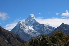 Το νεπαλικό βουνό Ama Dablam είναι ένα βουνό στη σειρά του Ιμαλαίαυ Στοκ Εικόνες
