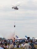 Το νερό Κα-42 απελευθερώσεων ελικοπτέρων Στοκ εικόνα με δικαίωμα ελεύθερης χρήσης