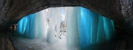 Το νερό πέφτει παγωμένο Στοκ εικόνα με δικαίωμα ελεύθερης χρήσης