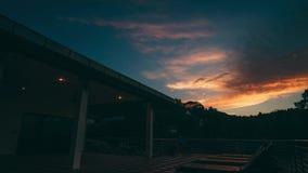 Το νερό πολυτέλειας βιλών ηλιοβασιλέματος φύσης καλύπτει τροπικό φιλμ μικρού μήκους