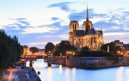 Το νησί αναφέρει με τον καθεδρικό ναό Παναγία των Παρισίων στο Παρίσι, Fra στοκ φωτογραφίες