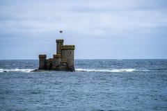 Το νησί του ST Mary γνωστό επίσης ως βράχο Conister ή πύργος του καταφυγίου είναι ένας μερικώς καταδυμένος σκόπελος στον κόλπο Ντ στοκ φωτογραφία με δικαίωμα ελεύθερης χρήσης