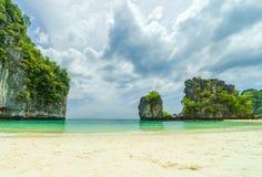 το νησί Koh Hong στο τοπίο της Ταϊλάνδης μια ηλιόλουστη ημέρα στοκ φωτογραφία με δικαίωμα ελεύθερης χρήσης