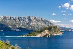Το νησί Sveti Nikola κοντά σε Budva, Μαυροβούνιο Στοκ Εικόνα