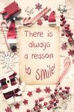Το νοσταλγικό επίπεδο Χριστουγέννων βάζει, αναφέρει πάντα το λόγο να χαμογελάσει στοκ φωτογραφίες με δικαίωμα ελεύθερης χρήσης