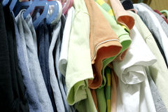 το ντουλάπι ντύνει το μικτό στοκ εικόνες