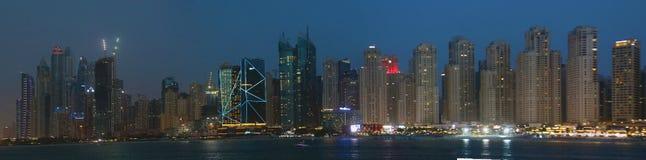 Το Ντουμπάι είναι πόλη και ένα εμιράτο στα Ηνωμένα Αραβικά Εμιράτα που είναι γνωστά για τις αγορές πολυτέλειας στοκ φωτογραφίες με δικαίωμα ελεύθερης χρήσης