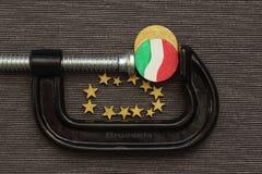 Το νόμισμα Ιταλία είναι πίεση σφιγκτηρών Στοκ φωτογραφία με δικαίωμα ελεύθερης χρήσης
