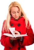το ξανθό βιβλίο διαβάζει στοκ φωτογραφίες
