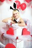 Το ξανθό κορίτσι έντυσε ως playboy λαγουδάκι για την ημέρα του βαλεντίνου Στοκ εικόνα με δικαίωμα ελεύθερης χρήσης