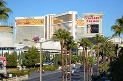 Το ξενοδοχείο αντικατοπτρισμού και η χαρτοπαικτική λέσχη, διεθνής αερολιμένας McCarran, μικτή χρήση, διαφήμιση, δέντρο, οικοδόμησ στοκ εικόνες