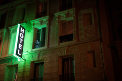 το ξενοδοχείο φώτισε το σημάδι Στοκ εικόνες με δικαίωμα ελεύθερης χρήσης