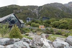 Το ξενοδοχείο ερημητηρίων στο χωριό Cook υποστηριγμάτων που βρίσκεται Hooker στην κοιλάδα μέσα σε Aoraki της Νέας Ζηλανδίας/τοποθ Στοκ Εικόνες