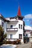 Το ξενοδοχείο πολυτελείας στο χιονοδρομικό κέντρο Strbske Pleso Στοκ φωτογραφία με δικαίωμα ελεύθερης χρήσης