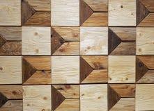 Το ξύλινο τετράγωνο εμποδίζει το χέρι σχεδίων - που γίνεται στον τοίχο Στοκ φωτογραφία με δικαίωμα ελεύθερης χρήσης