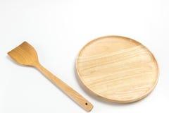 Το ξύλινος πιάτο ή ο δίσκος με το βατραχοπέδιλο ή το φτυάρι απομόνωσε το άσπρο υπόβαθρο στοκ φωτογραφίες