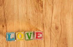 Το ξύλινο παιχνίδι εμποδίζει την αγάπη περιόδου Στοκ φωτογραφίες με δικαίωμα ελεύθερης χρήσης