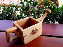 Το ξύλινο πότισμα μπορεί Στοκ εικόνα με δικαίωμα ελεύθερης χρήσης