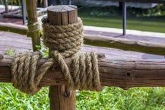 Το ξύλο συσσωρεύθηκε με το σχοινί Στοκ εικόνα με δικαίωμα ελεύθερης χρήσης