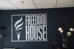Το λογότυπο του σπιτιού ελευθερίας οργάνωσης στο γραφείο τους στην Ουάσιγκτον, Δ Γ Στοκ εικόνα με δικαίωμα ελεύθερης χρήσης