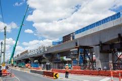 Το οδικό ισόπεδο πέρασμα του Clayton που αντικαθίσταται από το skyrail ανύψωσε τις διαδρομές τραίνων στο Clayton, Μελβούρνη Στοκ Φωτογραφίες