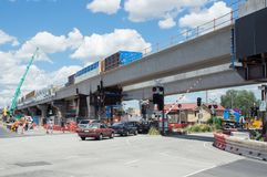 Το οδικό ισόπεδο πέρασμα του Clayton που αντικαθίσταται από το skyrail ανύψωσε τις διαδρομές τραίνων στο Clayton, Μελβούρνη Στοκ Εικόνες