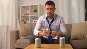 Το οινοπνευματώδες οινόπνευμα κατανάλωσης από μπορεί στο σπίτι φιλμ μικρού μήκους