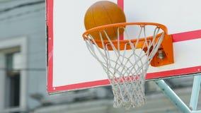 Το ομάδα μπάσκετ αποτυγχάνει να σημειώσει τον τρεις-δείκτη κατά τη διάρκεια της αντιστοιχίας, απώλεια σε ανταγωνισμό φιλμ μικρού μήκους