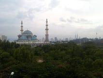 Το ομοσπονδιακό μουσουλμανικό τέμενος εδαφών, Κουάλα Λουμπούρ Μαλαισία κατά τη διάρκεια της ανατολής Στοκ Εικόνες