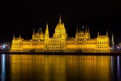 το ουγγρικό Κοινοβούλιο νύχτας της Βουδαπέστης Στοκ φωτογραφία με δικαίωμα ελεύθερης χρήσης