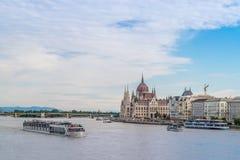 Το ουγγρικό Κοινοβούλιο που στηρίζεται στον ποταμό Δούναβη στη Βουδαπέστη Στοκ Εικόνα